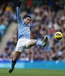 Le milieu de terrain de Manchester City Samir Nasri (photo) et le défenseur Gaël Clichy pourraient faire leur retour après leur blessure lors du déplacement à Norwich samedi. /Photo prise le 17 novembre 2012/REUTERS/Phil Noble