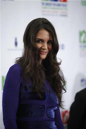 Actress Katie Holmes poses during the ''12-12-12'' benefit concert for victims of Superstorm Sandy at Madison Square Garden in New York, December 12, 2012. REUTERS/Carlo Allegri