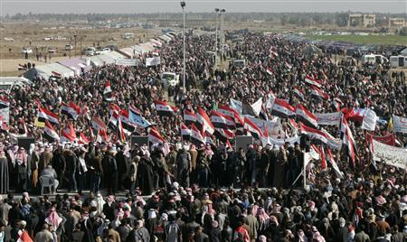 Iraqi Sunni Muslims wave the old flag of Iraq during an anti-government demonstration in Ramadi, 100 km (62 miles) west of Baghdad December 28, 2012. REUTERS/Ali al-Mashhadani