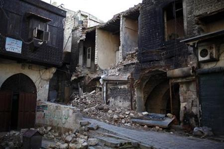 Damaged houses are seen in the old city of Aleppo December 27, 2012. REUTERS/Ahmed Jadallah