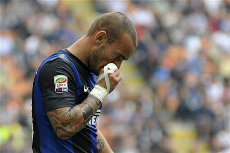 Inter Milan's Wesley Sneijder reacts during the Serie A soccer match against Siena at San Siro stadium in Milan September 23, 2012. REUTERS/Giorgio Perottino