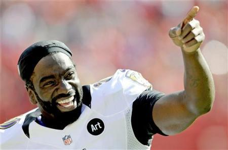 Baltimore Ravens free safety Ed Reed celebrates the last minute of the Ravens' win over the Kansas City Chiefs in their AFC NFL football game in Kansas City, Missouri October 7, 2012. REUTERS/Dave Kaup