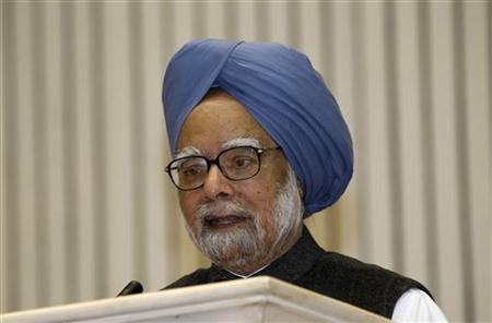 Prime Minister Manmohan Singh speaks during the meeting of the 57th National Development Council (NDC) in New Delhi December 27, 2012. REUTERS/B Mathur