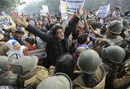 Demonstrators shout slogans as they are surrounded by the police during a protest rally in New Delhi December 27, 2012. REUTERS/Adnan Abidi