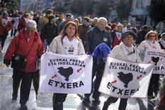 El colectivo de presos de ETA (EPPK, por sus siglas en euskera) ha advertido de que el proceso de paz en el País Vasco está en juego si el Gobierno español no acaba con la política de dispersión de sus integrantes por cárceles de todo el país, según publicaron medios el sábado. Imagen de una manifestación el pasado mes de abril en Bilbao en favor de los presos de la banda armada. REUTERS/Vincent West