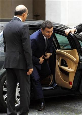 Macedonia's Prime Minister Nikola Gruevski (C) arrives to meet his Italian counterpart Mario Monti (not seen) at the Chigi Palace in Rome October 22, 2012. REUTERS/Alessandro Bianchi