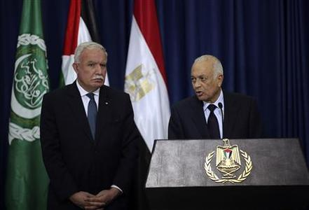 Arab League Secretary-General Nabil Elaraby (R) speaks to the media as Palestinian Foreign Minister Riyad al-Malki (L) listens during a news conference after his meeting with Palestinian President Mahmoud Abbas, in the West Bank city of Ramallah December 29, 2012. REUTERS-Mohamad Torokman