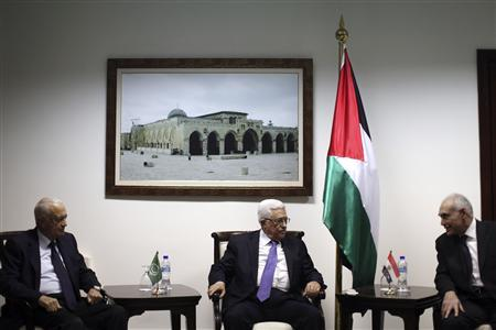 Palestinian President Mahmoud Abbas meets with Arab League Secretary-General Nabil Elaraby (L) and Egyptian Foreign Minister Mohamed Kamel Amr (R) upon their arrival in the West Bank city of Ramallah December 29, 2012. REUTERS-Fadi Arouri-Pool