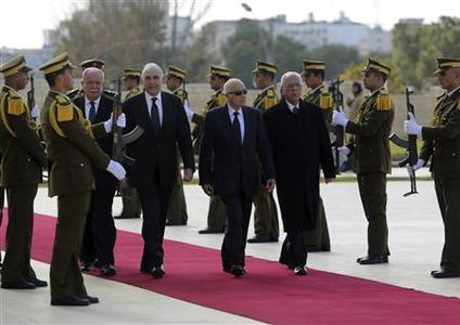 Arab League Secretary-General Nabil Elaraby (centre, 2nd R) and Egyptian Foreign Minister Mohamed Kamel Amr (centre, 3rd R) review an honour guard upon their arrival, to meet with Palestinian President Mahmoud Abbas in the West Bank city of Ramallah December 29, 2012. REUTERS-Mohamad Torokman