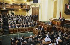 Presidente egípcio, Mohamed Mursi, discursa para o Conselho Shura no Cairo, Egito. Mursi disse neste sábado que seu país apoia a revolução síria e que o governo do presidente Bashar al-Assad não tem lugar no futuro da nação. 29/12/2012 REUTERS/Egyptian Presidency/Handout