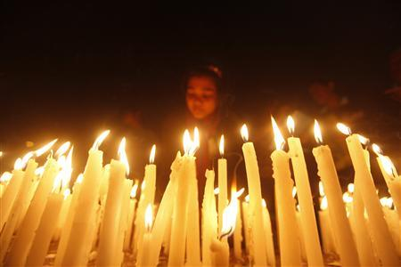 A girl lights candles during a candlelight vigil for a gang rape victim who was assaulted in New Delhi, in Kolkata December 29, 2012. REUTERS/Rupak De Chowdhuri