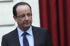 """France's President Francois Hollande gives a speech where he declared """"mission accomplished"""" during a ceremony to honour French troops who return home after serving in Afghanistan, at the Elysee Palace, in Paris, December 21, 2012. REUTERS/Thibault Camus/Pool (FRANCE - Tags: POLITICS MILITARY)"""