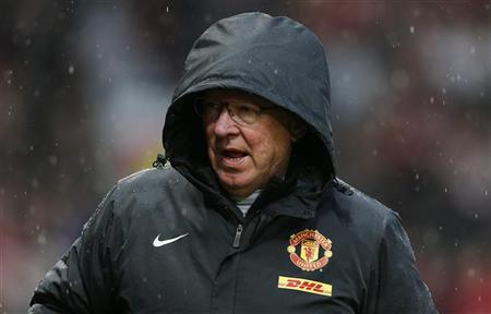 Manchester United's manager Alex Ferguson walks to his seat before their English Premier League match against Newcastle United at Old Trafford in Manchester, northern England December 26, 2012. REUTERS/Phil Noble