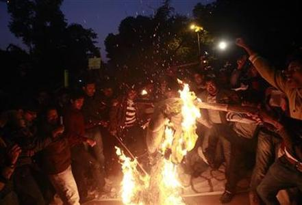 Demonstrators burn an effigy depicting rapists during a protest in New Delhi December 30, 2012. REUTERS/Danish Siddiqui
