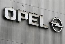 Birds sit on a logo of German car manufacturer Opel at the headquarters in Ruesselsheim November 12, 2012. REUTERS/Lisi Niesner (GERMANY - Tags: BUSINESS TRANSPORT)