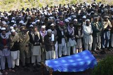 Tribesmen attend a funeral of a paramilitary soldier who was kidnapped and executed by Taliban militants at Darra Adam Khel December 30, 2012. Pakistani Taliban militants have executed 21 paramilitary force men who were captured in attacks on their posts late last week, government officials said on Sunday. REUTERS/Maqsood Ahmed