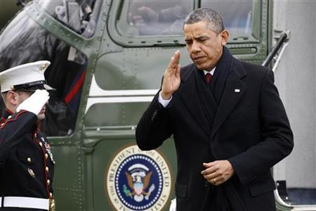 U.S. President Barack Obama (R) salutes as he returns via Marine One from a Christmas visit with his family in Hawaii, to the White House in Washington, December 27, 2012. REUTERS/Jonathan Ernst