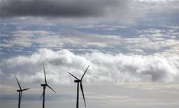 Le groupe espagnol Iberdrola va céder ses actifs éoliens sur le sol français à General Electric, EDF et au groupe allemand MEAG pour un montant total d'au moins 350 millions d'euros. /Photo prise le 17 décembre 2012/REUTERS/Sergio Perez
