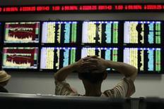 Les Bourses chinoises ont terminé l'année 2012 à des plus hauts de six mois, soutenues par les performances des titres liés aux activités d'assurance et de courtage, signant ainsi leur première performance annuelle positive en trois ans. /Photo prise le 30 juillet 2012/REUTERS/Aly Song