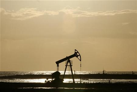 An oil pump is seen on the shore near Santa Cruz del Norte, Cuba June 5, 2008. REUTERS/Claudia Daut/Files