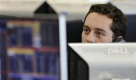 A trader works in a dealing room at CMC Markets in the City of London March 18, 2009. REUTERS/Toby Melville/Files