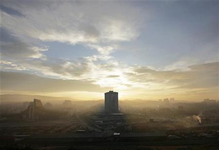 A general view of Pristina, capital of the breakaway Kosovo province, is seen as the sun rises, January 22, 2008. REUTERS/Hazir Reka