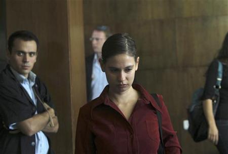 Anat Kamm (C) is seen inside a courtroom in Tel Aviv District Court October 30, 2011. REUTERS/Ronen Zvulun