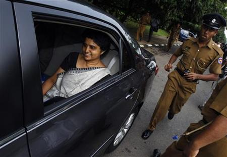 Chief Justice Shirani Bandaranayake (L) arrives at the parliament to appear before a Parliamentary Select Committee (PSC), appointed to look into impeachment charges against her, in Colombo, November 23, 2012. REUTERS/Dinuka Liyanawatte