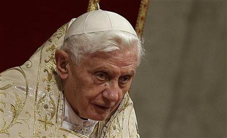 Pope Benedict XVI celebrates the First Vespers and Te Deum prayers in Saint Peter's Basilica at the Vatican December 31, 2012. REUTERS/Tony Gentile