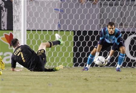 Tottenham Hotspur's goalkeeper Carlo Cudicini (R) makes a save on Los Angeles Galaxy's Robbie Keane (L) during the first half of an international friendly soccer match in Carson, California July 24, 2012. REUTERS/Danny Moloshok