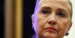 Secretária de Estado norte-americana Hillary Clinton foi internada no domingo com coágulo sanguíneo ligado a uma concussão sofrida neste mês. 06/12/2012 REUTERS/Kevin Lamarque