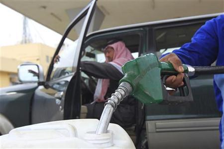 An employee fills a container with diesel at a gas station in Riyadh December 19, 2012. REUTERS/Fahad Shadeed/Files