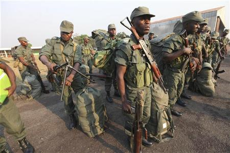 Soldiers from the Congolese contingent of the Central African Multinational Force (FOMAC) stand in formation as they arrive at an airport in Bangui, December 31, 2012. REUTERS/Luc Gnago