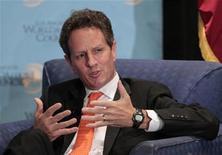 Le secrétaire américain au Trésor Timothy Geithner. Le Trésor américain a annoncé qu'il atteindra son plafond d'endettement lundi, tout en ajoutant avoir de nouveau pris des mesures pour éviter que les Etats-Unis ne soient en situation de défaut. /Photo prise le 31 juillet 2012/REUTERS/Mario Anzuoni