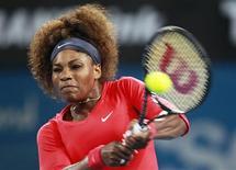 L'Américaine Serena Williams n'a laissé que quatre jeux à la Française Alizé Cornet (6-2 6-2), mardi, au deuxième tour du tournoi WTA de Brisbane où s'est poursuivi le massacre des têtes de série Samantha Stosur (n°7), Caroline Wozniacki (n°8) et Maria Sharapova (n°2). /Photo prise le 1er janvier 2013/REUTERS/Daniel Munoz