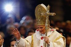 Pope Benedict XVI waves as he leaves after leading a mass at Saint Peter's Basilica at the Vatican January 1, 2013. REUTERS/Giampiero Sposito