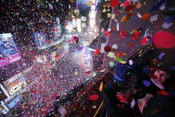 Confetti is dropped on revelers at midnight during New Year celebrations in Times Square in New York January 1, 2013. REUTERS/Gary Hershorn