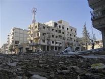 Prédios destruídos pelo que ativistas afirmam ter sido bombardeio próximo a Damasco, na Síria. Sírios acordaram no primeiro dia do ano com bombardeios aéreos no país, ao passo que as forças do presidente Bashar al-Assad e os rebeldes que buscam tirá-lo do poder se confrontavam nos arredores da capital Damasco. 31/12/2012 REUTERS/Bassam Al-Erbeeni/Shaam News Network/Handout