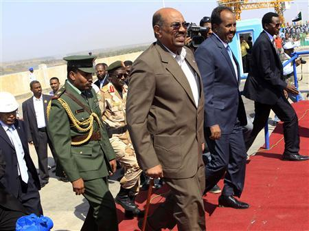 Sudan's President Omar Hassan al-Bashir (3rd R) arrives with Somali President Hassan Sheikh Mohamud (2nd R) to inaugurate the height increase of the Roseires Dam in Damazin, at the conflict-stricken Blue Nile state, January 1, 2013. REUTERS/Mohamed Nureldin Abdallah