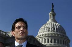 """Foto de arquivo do líder republicano da Câmara dos Deputados norte-americana, Eric Cantor, em Washington. Cantor disse nesta terça-feira que não foi decidido quando a Casa votará sobre a lei aprovada pelo Senado a respeito do chamado """"abismo fiscal"""". 28/02/2012 REUTERS/Larry Downing"""