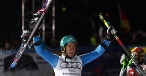 Felix Neureuther a remporté le slalom parallèle de Munich comptant pour la Coupe du monde de ski. L'Allemand a battu en finale l'Autrichien Marcel Hirscher, actuel premier au classement général de la Coupe du monde, tandis que le Français Alexis Pinturault a pris la troisième place. /Photo prise le 1er janvier 2013/REUTERS/Michaela Rehle