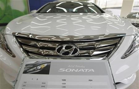 Hyundai Motor's Sonata sedan sits on display at a dealership in Seoul February 24, 2010. REUTERS/Lee Jae-Won