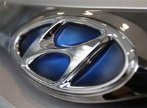The logo of Hyundai Motor is seen on a car displayed at a Hyundai dealership in Seoul in this July 1, 2011 file photo. South Korea's biggest automakers Hyundai Motor Co and affiliate Kia Motors Corp are targeting a 4 percent increase in global sales in 2013 to a combined 7.41 million vehicles, their slowest growth since 2003. REUTERS/Truth Leem/Files