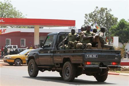 Central African Soldiers patrol a street in Bangui January 1, 2013. REUTERS/Luc Gnago