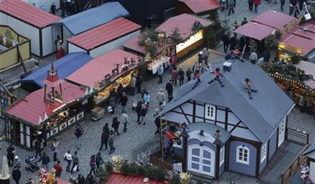 A general overview shows the so-called ''Striezelmarkt'' Christmas market in the eastern German town of Dresden, December 20, 2012. REUTERS/Tobias Schwarz (GERMANY - Tags: SOCIETY)