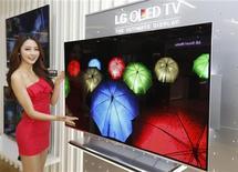 Sul-coreana LG Eletronics começa a aceitar encomendas de televisores de nova geração com telas de OLED. 02/01/2013 REUTERS/Lee Jae-Won