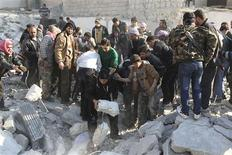 Free Syrian Army fighters and civilians search for bodies under rubble after an air strike by a fighter jet loyal to Syrian President Bashar al-Assad in Aleppo's al-Marja district December 31, 2012. REUTERS/Muzaffar Salman
