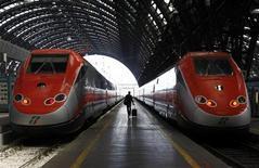 Treni in partenza alla stazione di Milano. REUTERS/Alessandro Garofalo