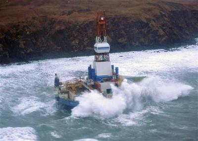 Drifting Shell drill ship grounds on rocks off Alaska