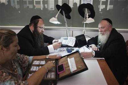 Ultra-Orthodox Jews work in the trading room of Israel's diamond exchange in Ramat Gan near Tel Aviv October 30, 2012. REUTERS/Nir Elias